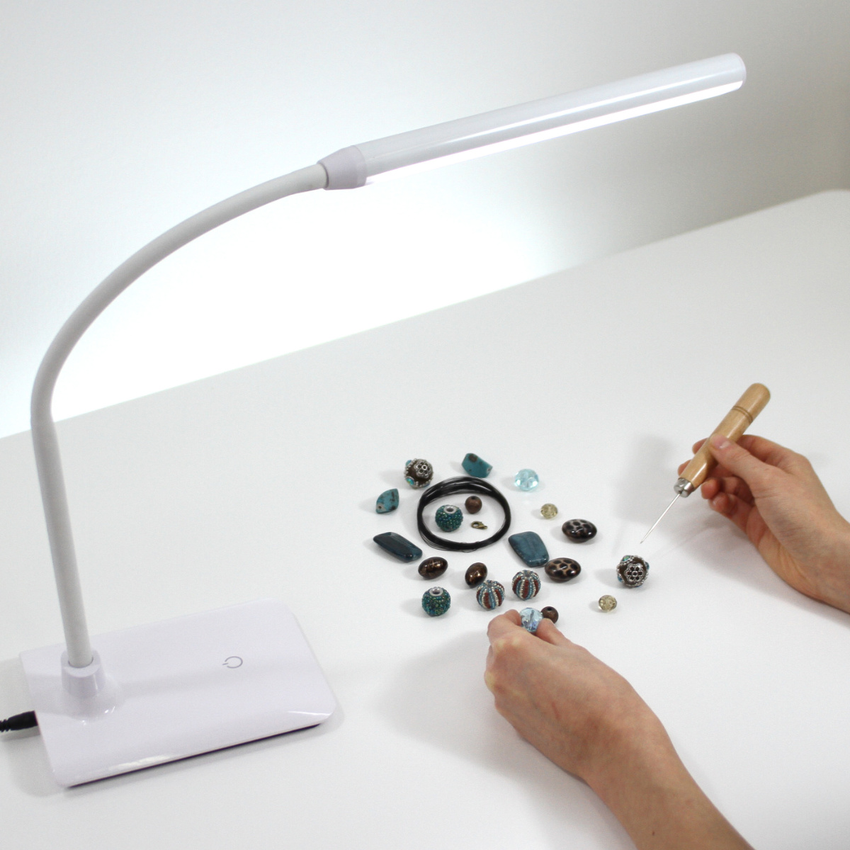 Uno LED Table Lamp 2